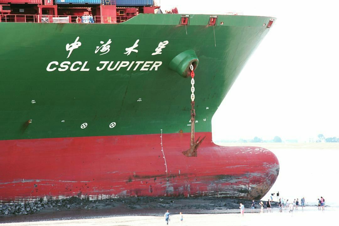 """中远海集装箱船""""cscl jupiter""""发生严重搁浅,多"""
